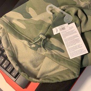 BNWT Old Navy Neck Wrap/Warmer Camo Green Unisex